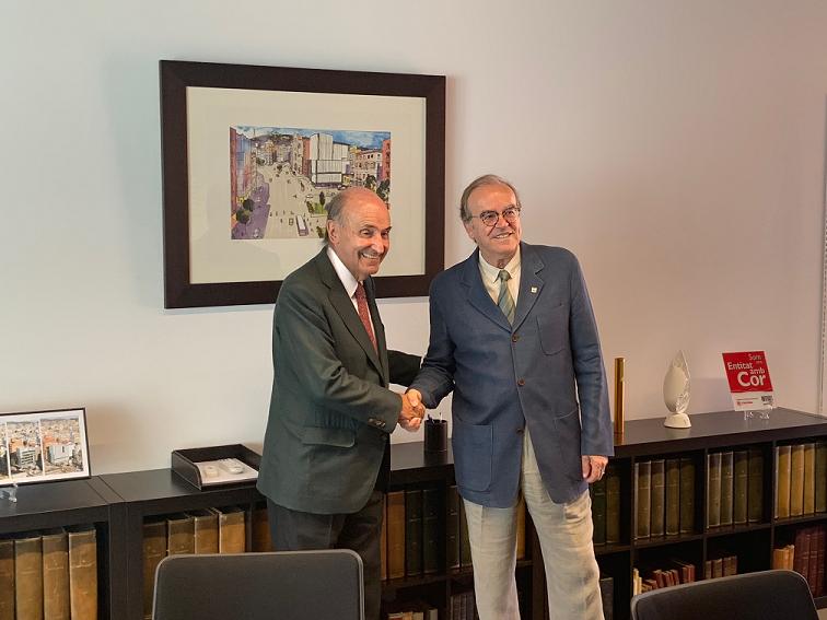 Miquel Roca i Junyent, president d'Amics del País, i Anton Gasol, degà del Col·legi d'Economistes de Catalunya