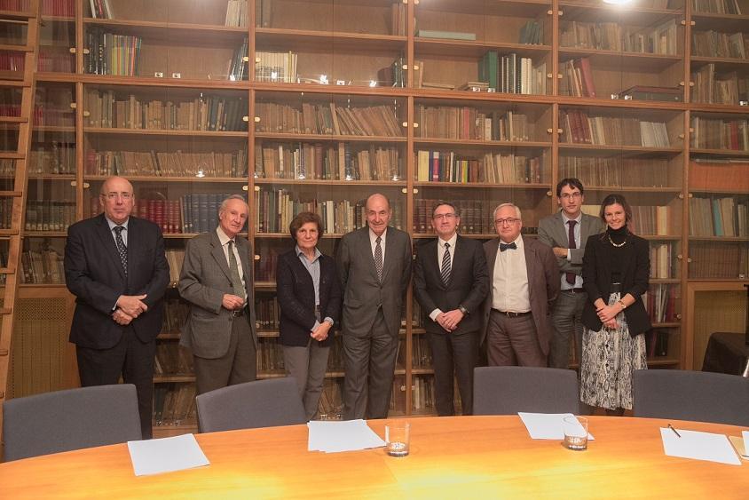De izquierda a derecha Martí Parellada, Joan Majó, Maria Rosa Malet, Miquel Roca, Jaume Giró, Carles Duarte, Guifré Lloses, Lourdes Amigó